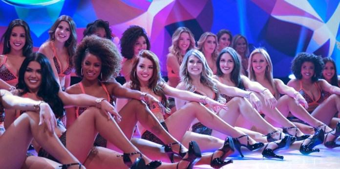 Onze bailarinas do Domingão do Faustão foram demitidas e a atitude causou espanto (Foto: TV Globo)