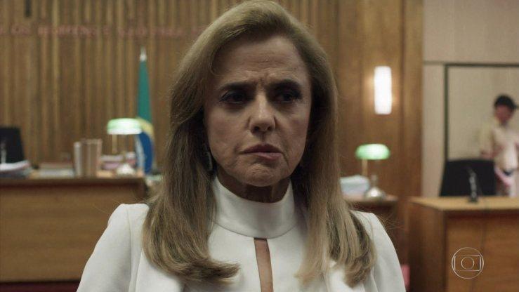 Marieta Severo em cena de O Outro Lado do Paraíso (Foto: Reprodução/Globo)