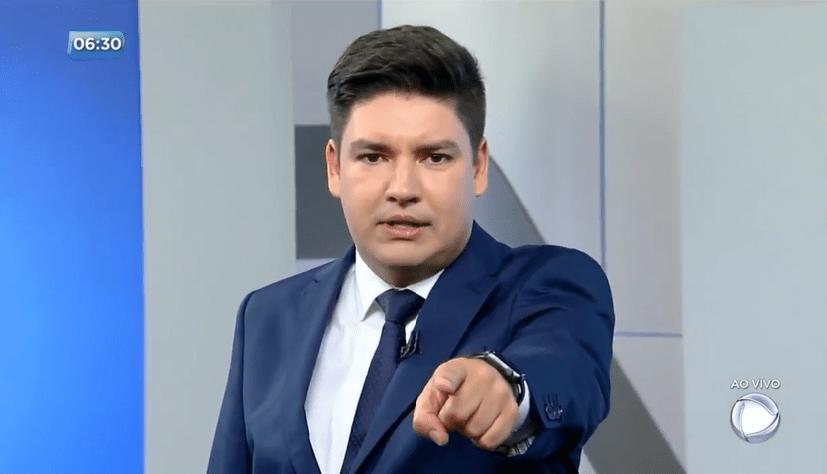 O apresentador Bruno Peruka no telejornal SP no Ar (Foto: Reprodução/Record)