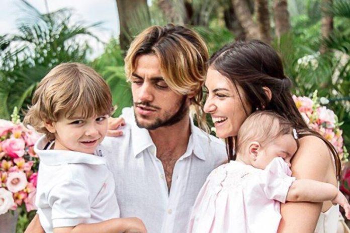 Felipe Simas e a família (Foto: Divulgação)