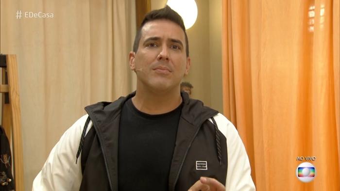 André Marques no comando do É De Casa (Foto: Reprodução/Globo)