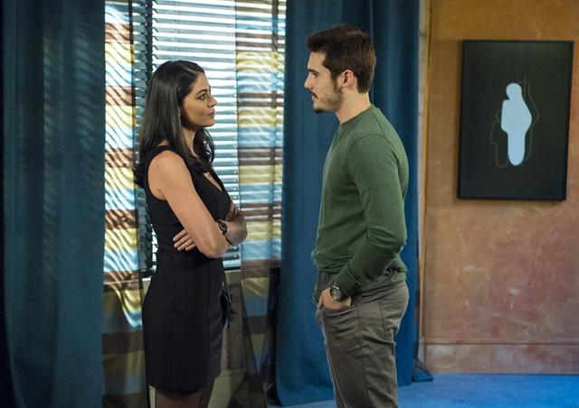 Waleska (Carol Castro) e Samuca (Nicolas Prattes) em O Tempo Não Para (Foto: Globo/Estevam Avellar)
