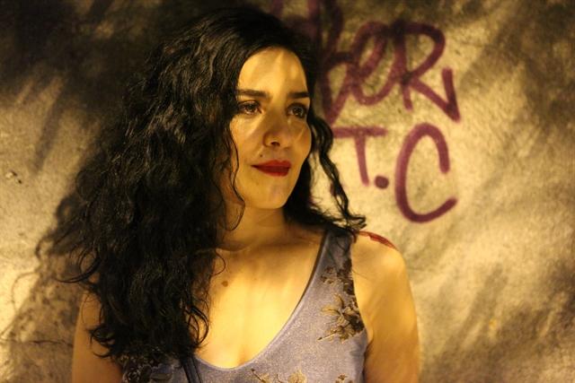 Letícia Sabatella (Érika) na série Carcereiros (Foto: Divulgação/Beto Besant)
