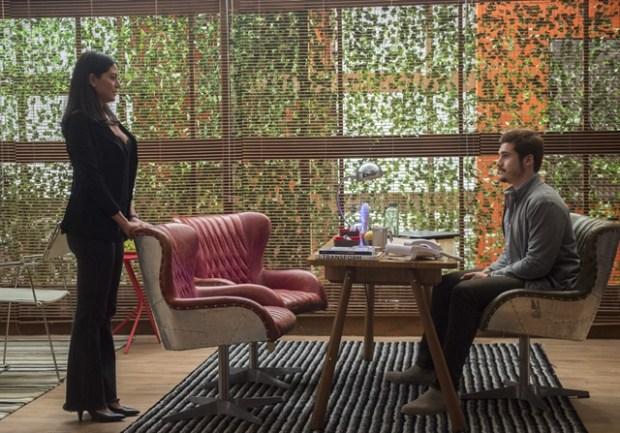 Waleska (Carol Castro) e Samuca (Nicolas Prattes) em cena de O Tempo Não Para (Foto: Globo/Raquel Cunha)