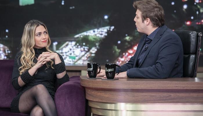 Fábio Porchat entrevista Nadja Pessoa em seu talk show (Foto: Edu Moraes/Record)