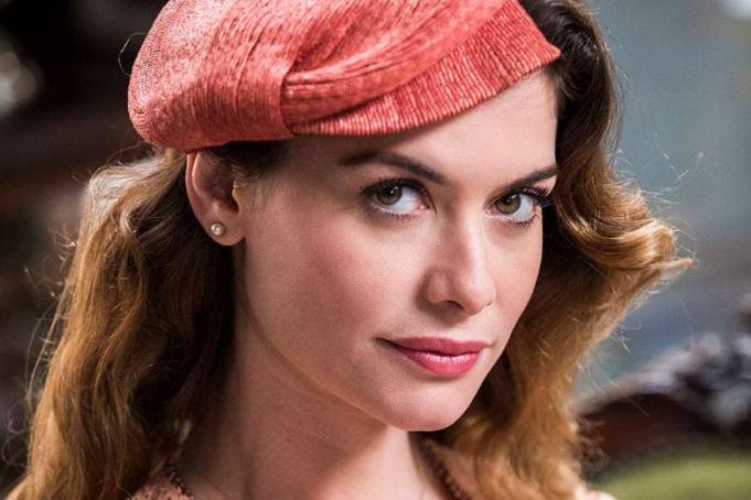 Alinne Moraes como a Dora em Espelho da Vida (Foto: TV Globo/ Victor Pollak)