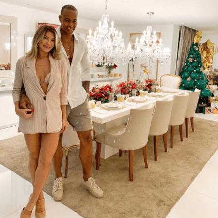 Leo Santana e Lorena Improta ficam noivos em ceia de natal (Foto: Repordução/Instagram)