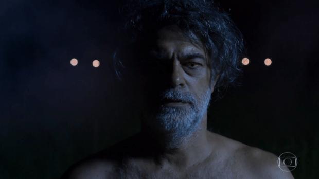 Eduardo Moscovis como León em forma humana após transformação (Foto: Reprodução/Globo)