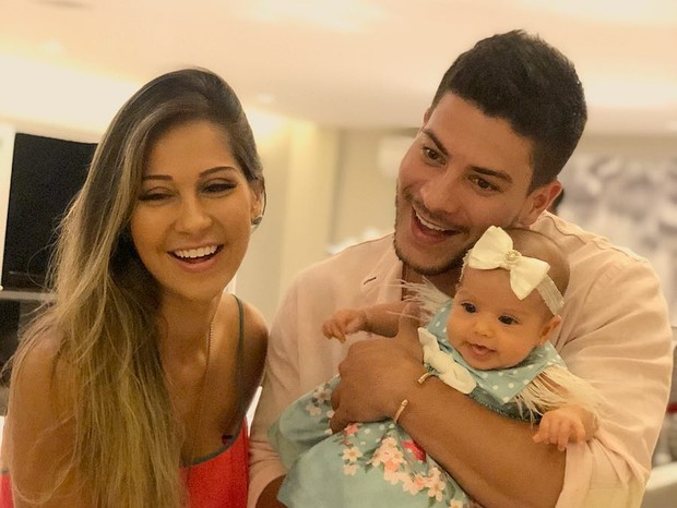 Mayra Cardi, Arthur Aguiar e Sophia (Foto: Reprodução/Instagram)