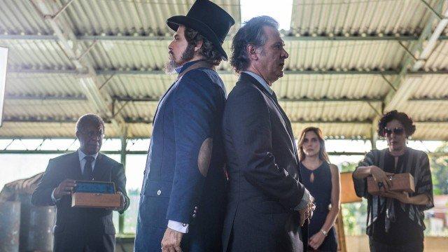 Dom Sabino e Livaldo duelam em O Tempo Não Para (Foto: Raquel Cunha/ Divulgação)