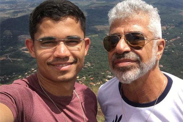 Lulu Santos e o noivo (Foto: Divulgação)