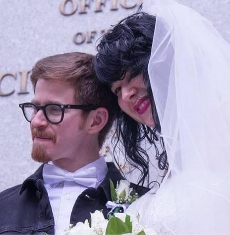 Filha de Lídia Brondi festeja casamento com artista plástico americano Foto: Reprodução/Instagram