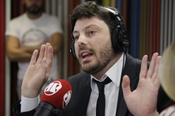 O apresentador Danilo Gentili durante entrevista no Pânico (Foto: Reprodução)