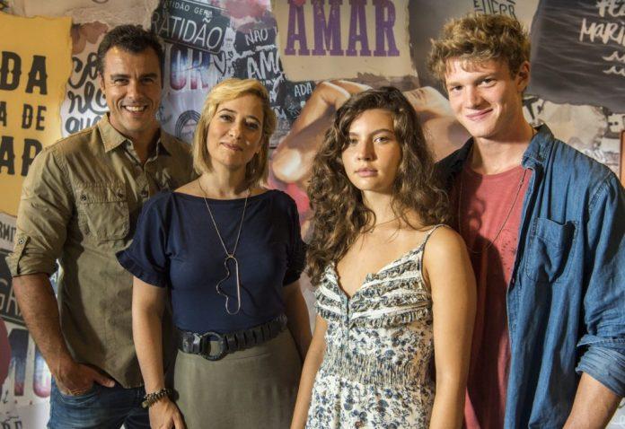 Joaquim (Joaquim Lopes), Ligia (Paloma Duarte), Rita (Alanis Guillen) e Felipe (Pedro Novaes) (Foto: TV Globo/Estevam Avellar)