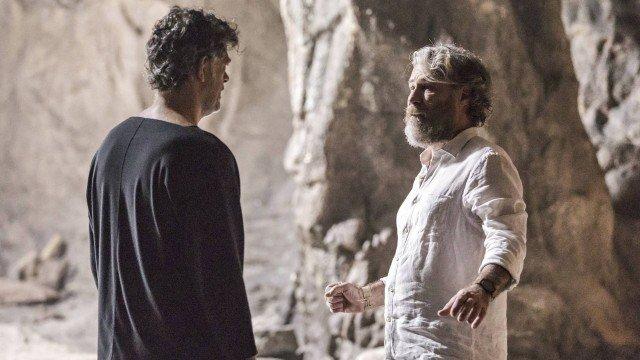 Murilo e Feliciano discutem e se envolvem numa luta, em O Sétimo Guardião (Foto: Paulo Belote/ Globo/ Divulgação)