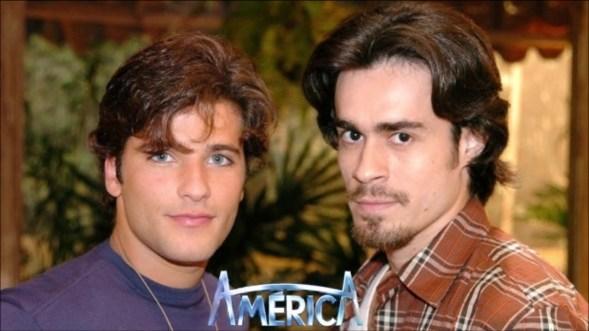 Junior (Bruno Gagliasso) e Zeca (Erom Cordeiro), casal gay na novela América da Globo no ano de 2005