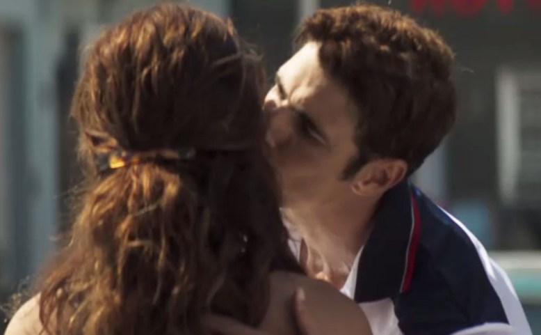 Régis beijando Maria da Paz em A Dona do Pedaço da Globo