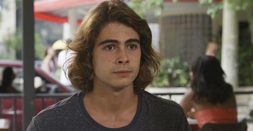 João em cena da novela das 19h da Globo, Verão 90 (Foto: Reprodução)