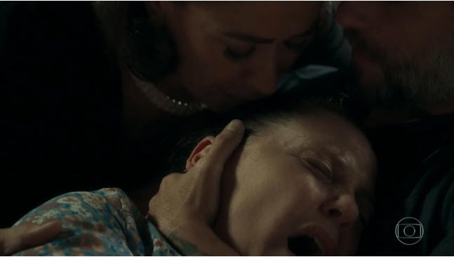 Judith morre após confessar que é a assassina dos guardiães em o Sétimo Guardião da Globo (Foto: Reprodução)