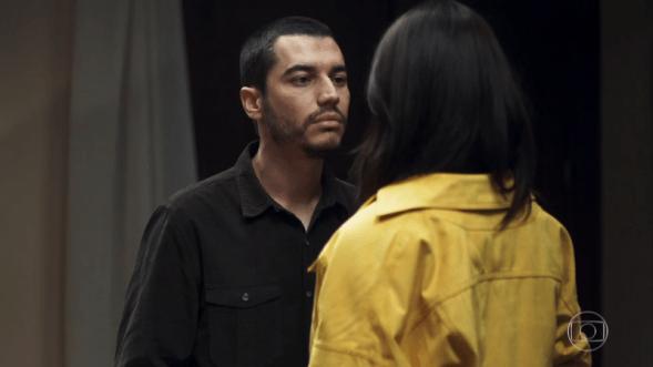 Camilo (Lee Taylor) e Vivi (Paolla Oliveira) em cena de A Dona do Pedaço (Foto: Reprodução/Globo)