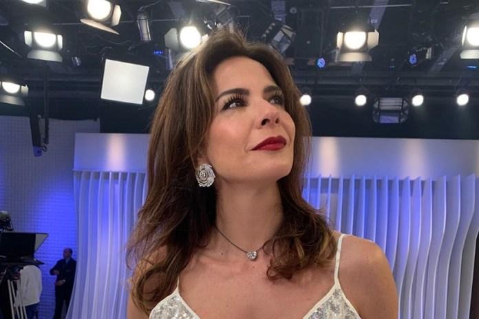 Luciana Gimenez apresenta o SuperPop e o Luciana By Night na RedeTV (Foto: Reprodução/ Instagram)