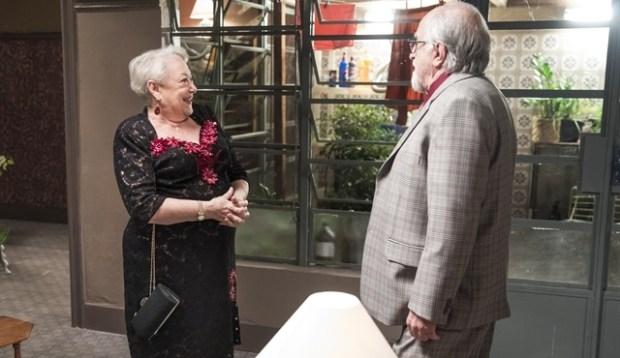 Marlene (Suely Franco) e Antero (Ary Fontoura) em cena de A Dona do Pedaço (Foto: Globo/João Miguel Júnior)