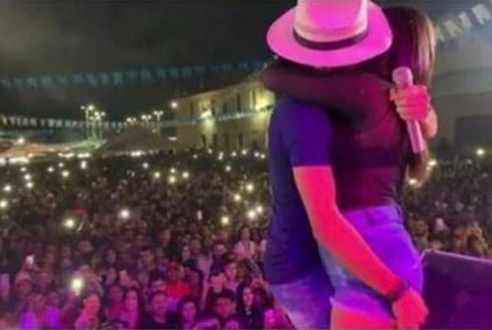 A suposta mulher casada beijada pelo cantor julio Milionário durante show (Foto: Reprodução)
