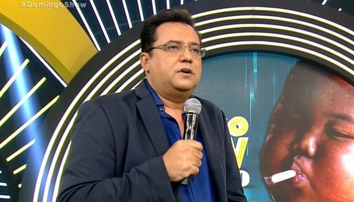 Geraldo Luís no comando do Domingo Show (Foto: Reprodução/Record)