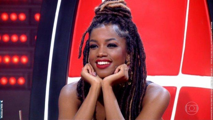 IZA é uma das técnicas do reality show The Voice Brasil, da Globo. (Foto: Reprodução)