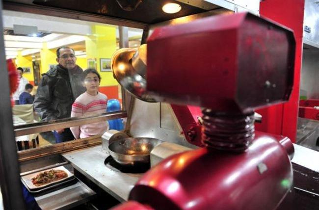 Restoran Ini Gunakan Robot Sebagai Koki dan Pelayan