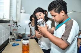 Produção de Materiais Escola Papa Paulo VI Delmer Rodrigues 8 270x178 - Estudantes da Rede Estadual de Ensino aprendem sustentabilidade com a produção de produtos de limpeza