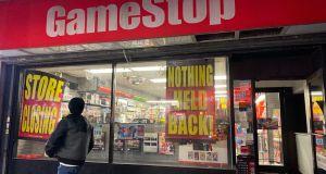 Finanskapitalen fikk uventet motstand da de ønsket å sende GameStop-aksjen til bunns.