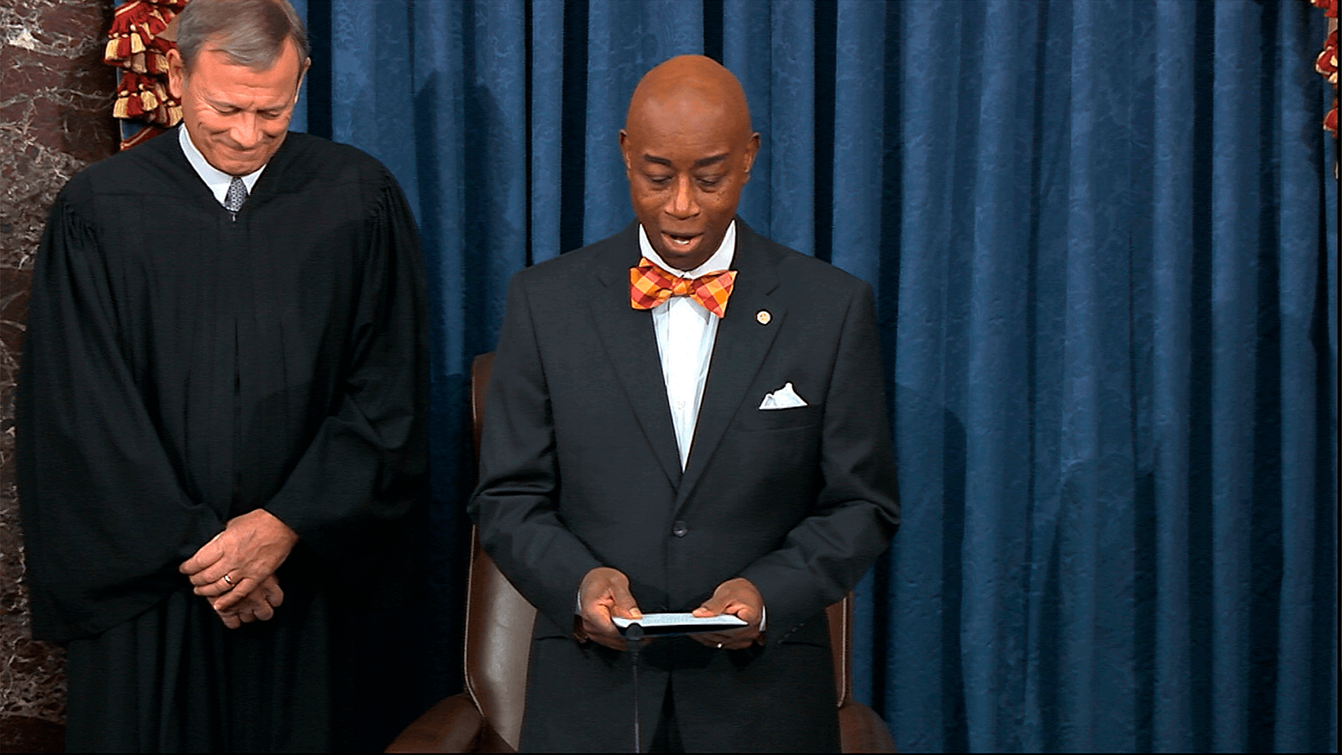 Chaplain prays for Kobe Bryant and crash victims at Monday's impeachment hearing