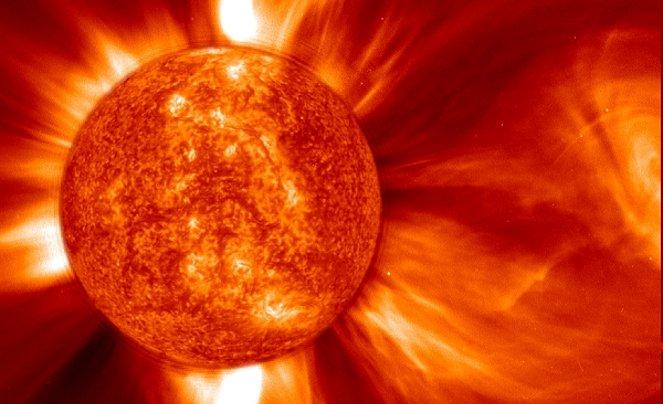 Znów warto patrzeć na Słońce. Plamy i rozbłyski