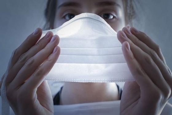 Uso de máscara é uma das recomendações das autoridades sanitárias para reduzir o nível de propagação do novo coronavírus