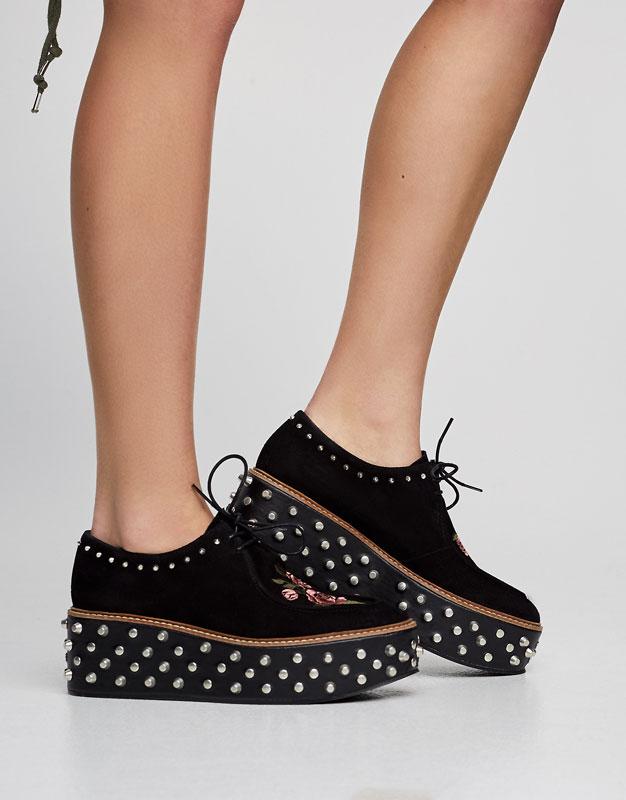 Zapato bloque tachas pull & bear flores platadorma bordado