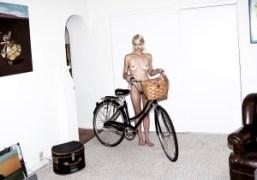 Lauren Hastings with her new LINUS bike, Los Angeles. Photo Eddie Chacon