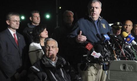 Kepala kepolisian Boston, Ed Davis saat memberikan keterangan soal pemboman marathon Boston (foto: dok). Polisi Boston mengumumkan penangkapan 3 tersangka baru