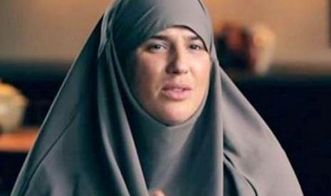 Alhamdulillah, Penyanyi Top Ini Berhijab