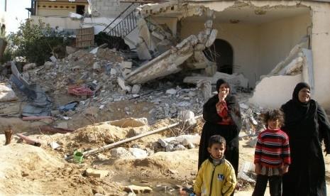 Rumah keluarga Imsalam Al-Najjar yang ambruk dibuldozer serdadu Israel.