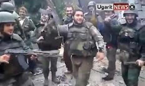 Tentara Suriah yang menari.