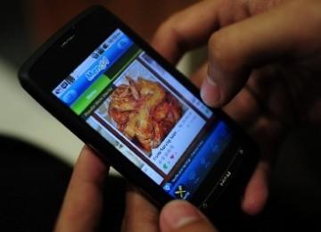India Luncurkan Ponsel Pintar Khusus Umat Islam