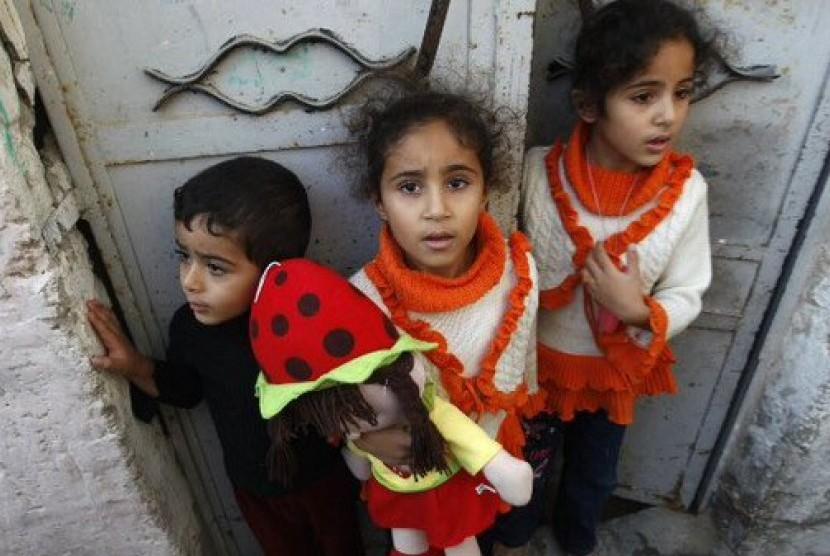 Anak-anak Palestina hidup dalam ancaman militer Israel (ilustrasi).