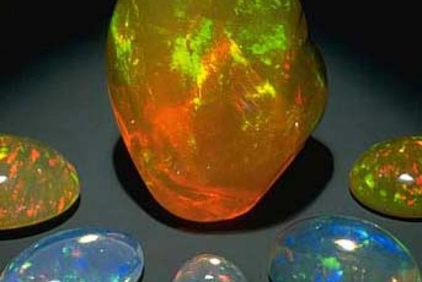 Pancaran Sinar Pelangi Batu Kalimaya Seharga Rp 20 Juta Republika Online