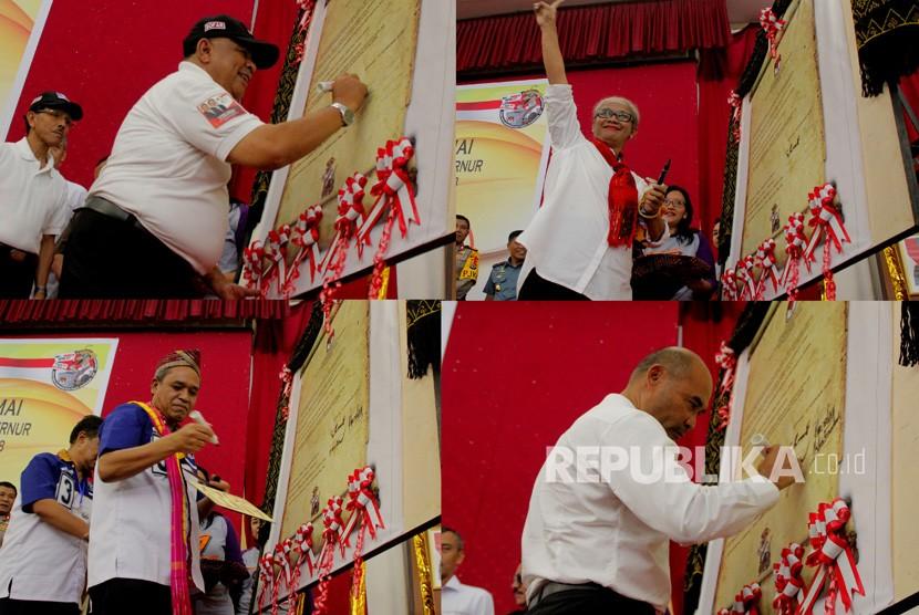 Foto Kolase empat pasangan calon gubernur dan wakil gubernur NTT Esthon L Foenay-Christian Rotok (kiri atas) pasangan Marianus Sae-Emilia Nomleni (kanan atas), Beny K Harman-Benny Litelnoni (kiri bawah) dan pasangan Viktor B Laiskodat- Josef Nae Soi (kanan bawah) menandatangani kesepakatan kampanye damai di Kupang, NTT, Kamis (15/2).
