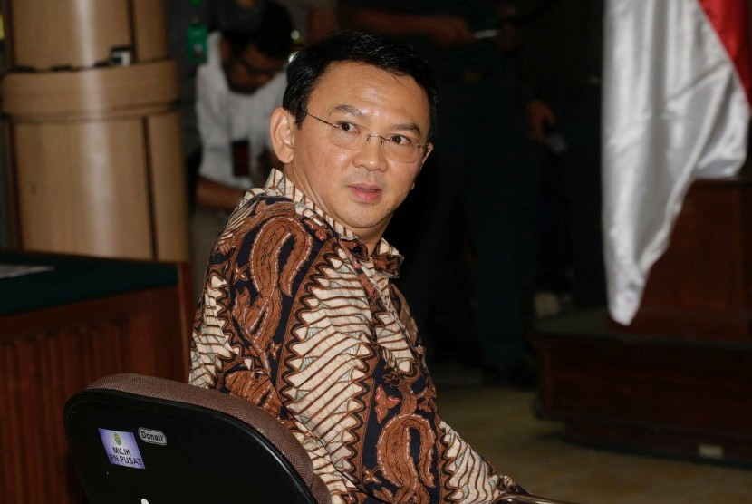 Gubernur DKI Jakarta nonaktif Basuki Tjahaja Purnama atau Ahok menjalani sidang perdana kasus dugaan penistaan agama di PN Jakarta Utara, Selasa (13/12).