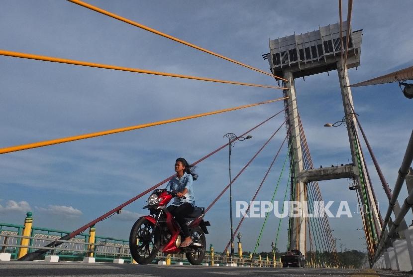 Jembatan Tengku Agung Sultanah Latifah di Kota Siak