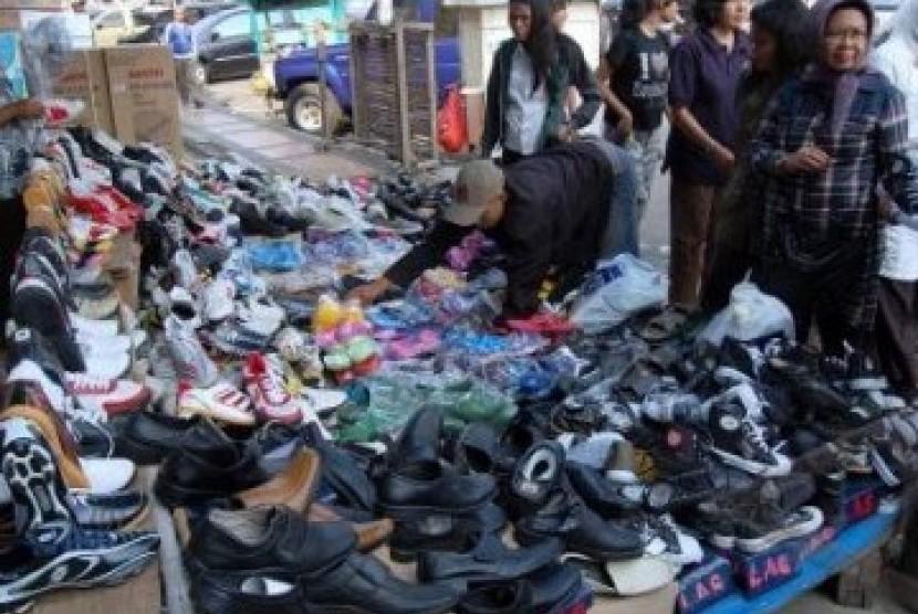 Pedagang sepatu (ilustrasi)