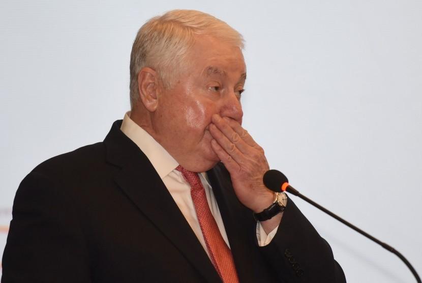 President dan CEO Freeport-McMoRan Inc Richard C Adkerson menyampaikan keterangan dalam konferensi pers di Jakarta, Senin (20/2).