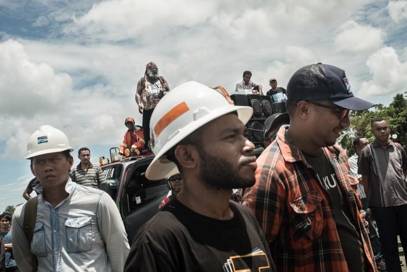 Ratusan karyawan PT Freeport Indonesia berdemonstrasi di Kantor Bupati Mimika, Papua (ilustrasi)